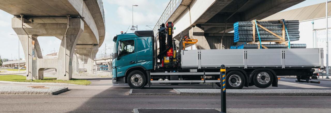 Αποκτήστε το Volvo FM με ένα ευρύ φάσμα διατάξεων άξονα, μεταξονίων και υψών πλαισίου για τις ανάγκες σας.